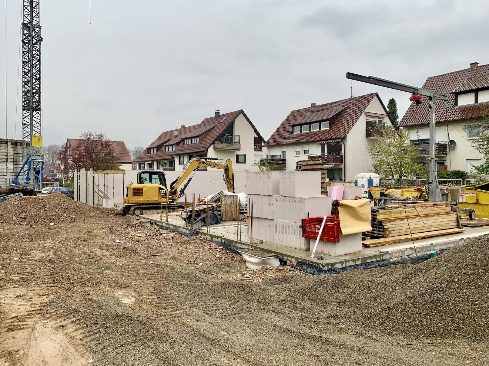 28.04.2021 - Die Kellerdecken wurden betoniert.
