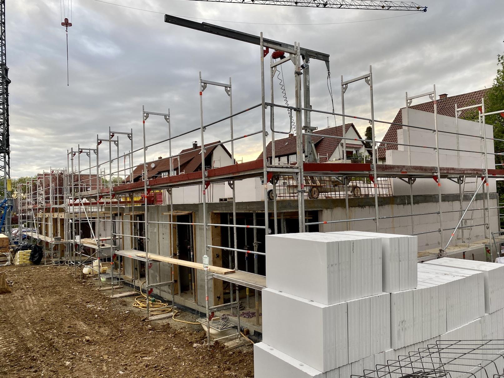 10.05.2021 - Die Erdgeschossdecken wurden betoniert.