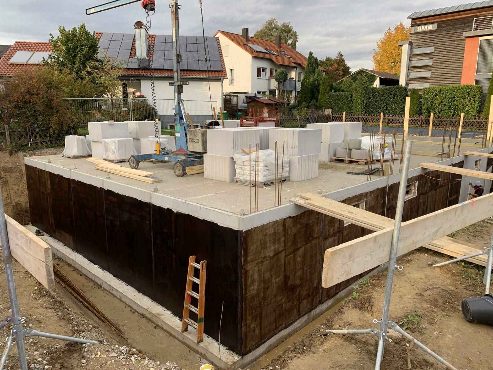 16.10.2019 - Die Kellerdecken wurden betoniert.